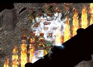 如何在《传奇变态版》中完成玩家之间的团队
